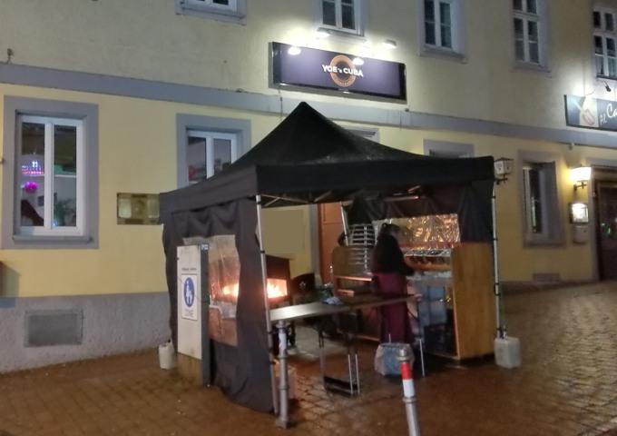 Lounge-Bar unser Pavillon davor. Saisonstart im Schwarzwald